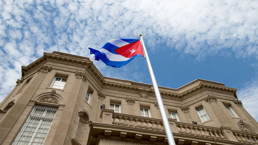La bandera de Cuba ondea en su embajada de EEUU después de 54 años