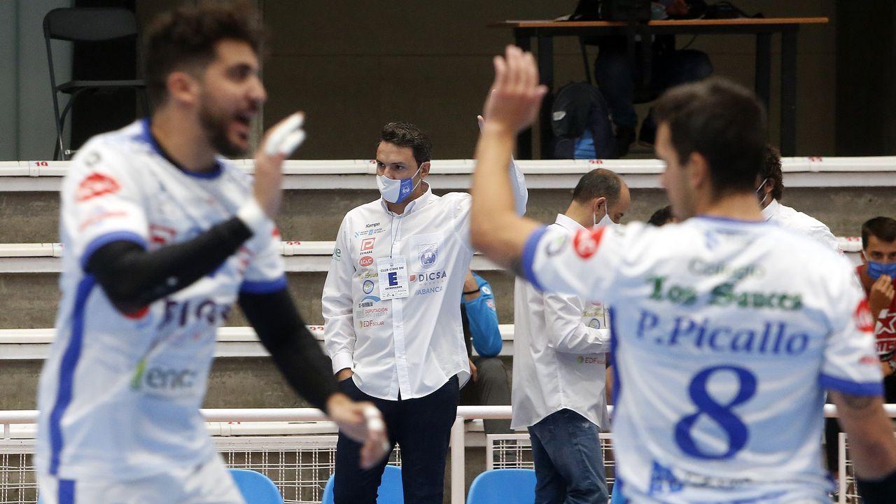 Víctor Fernández, durante un partido