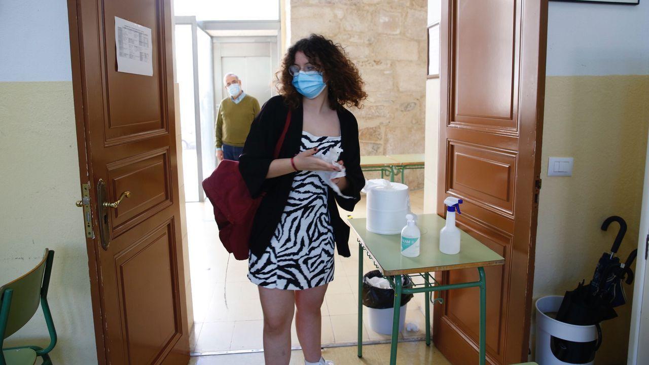 Tanto alumnos como profesores acuden con mascarilla al pontevedrés IES Valle Inclán