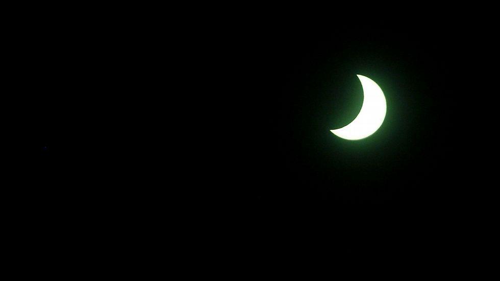 El eclipse solar, paso a paso.Imagen tomada desde el sur del Líbano