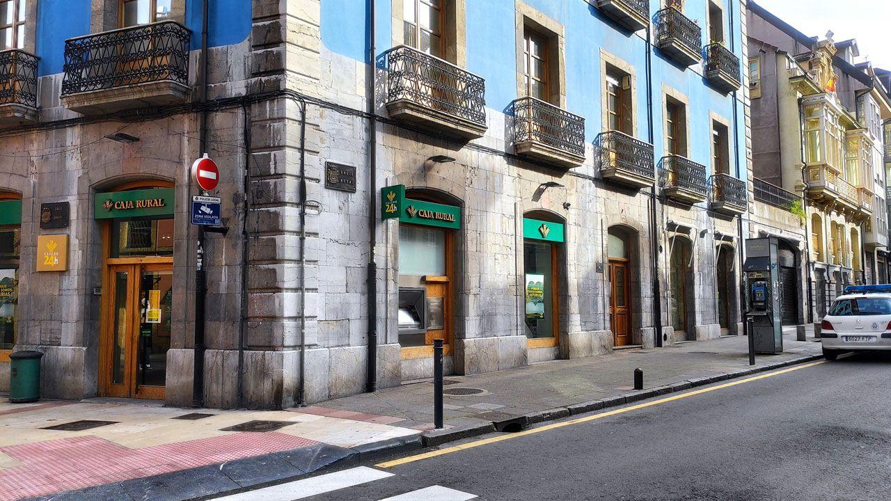 Sucursal bancaria y cajero automático de Caja Rural en Oviedo