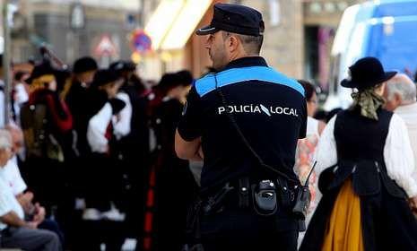 La Policía de Cambados está doblando turnos con motivo de la Festa do Albariño.