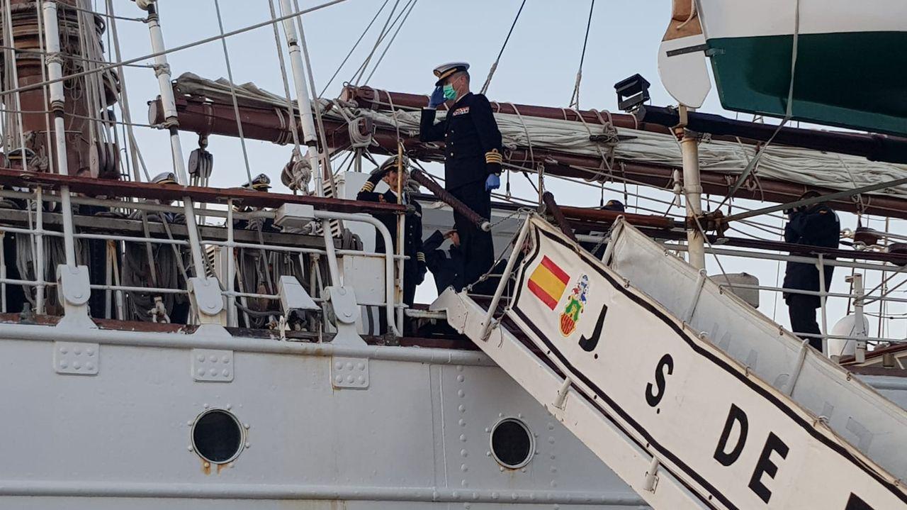 La tripulación fue recibida en Marín por el comandante director de la Escuela Naval
