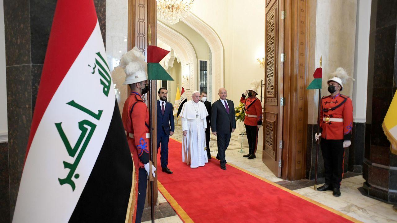 Batucada a favor del 8M.El papa en el avión de regreso de su viaje de Irak