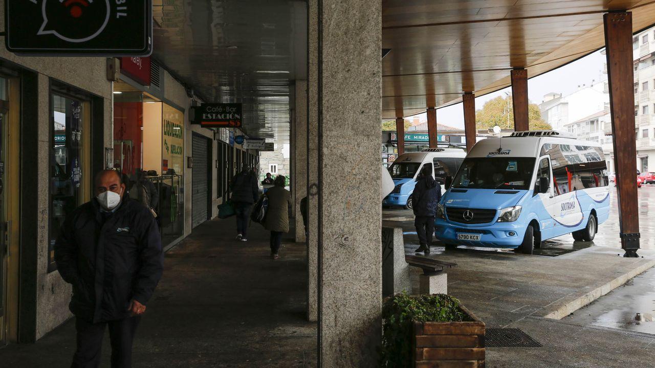 Río Miño a su paso por Ourense.Agentes de la Policía Autonómica, durante un control de movilidad por la alerta sanitaria en Ourense
