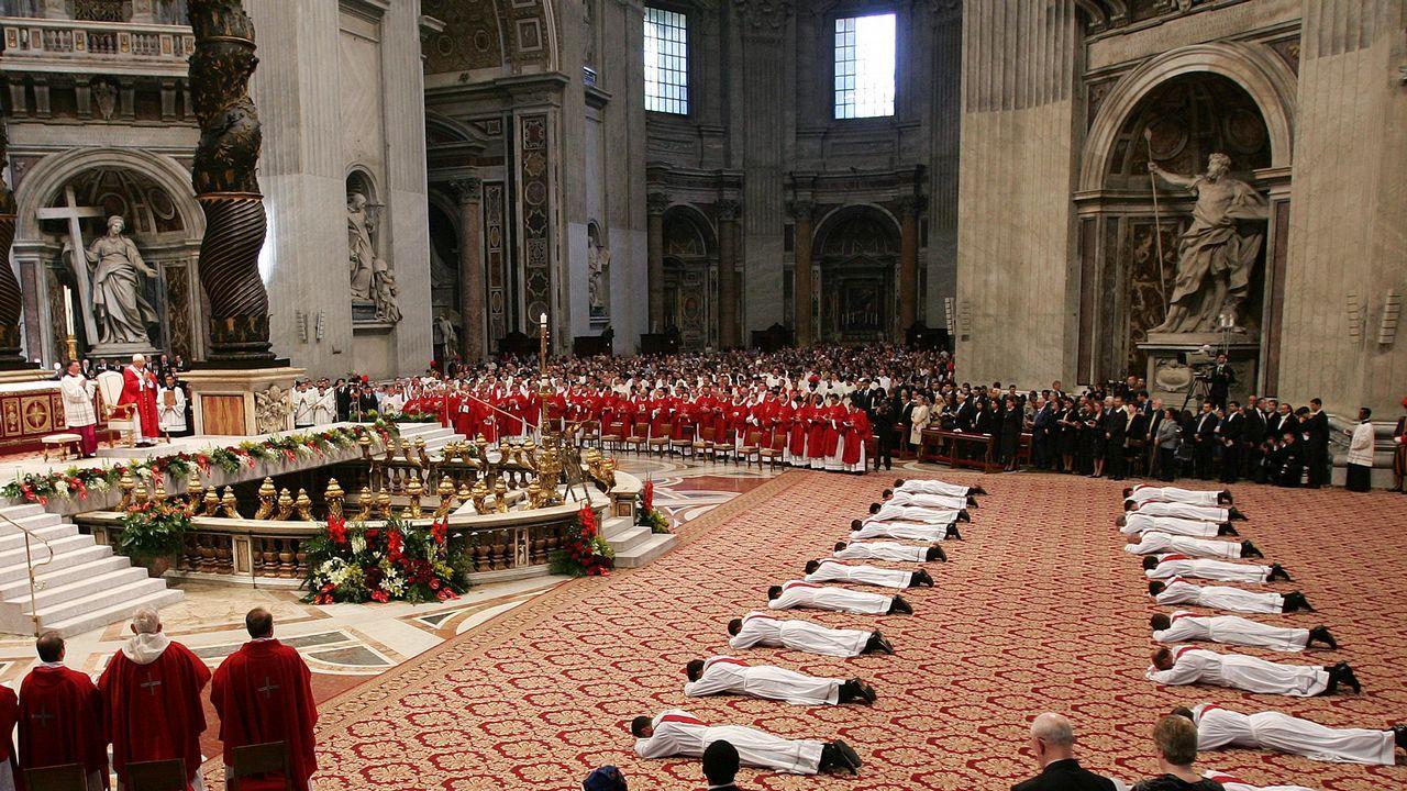 Ceremonia de ordenación de 21 sacerdotes en la Basílica de San Pedro