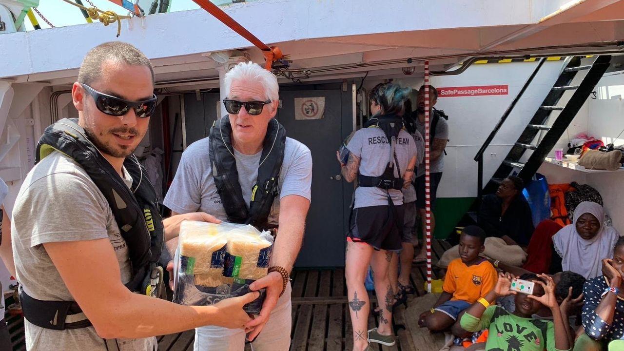 Richard Gere se suma a la carga de víveres para el Open Arms que lleva ya nueve días en el mar