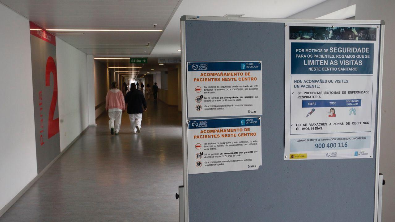 ÁLBUM: Así es el ambiente en Lugo durante el primer día de alerta ante el coronavirus.Paneles informativos en el HULA