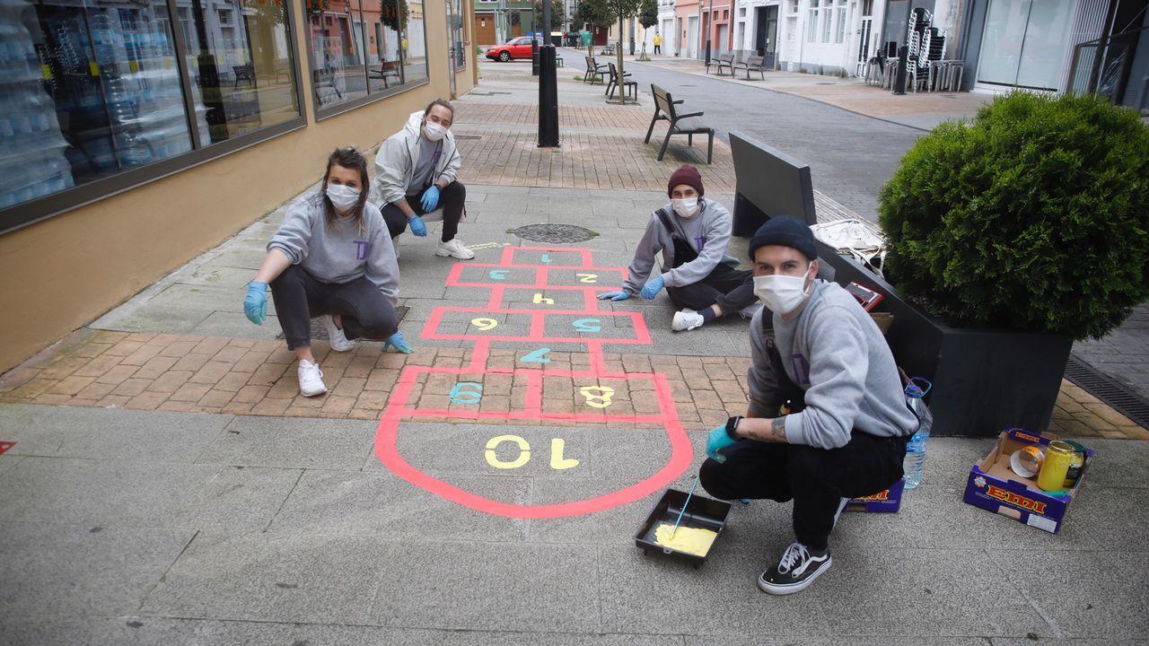 Ayer comenzó el pintado de las aceras de Lugo con juegos para los niños