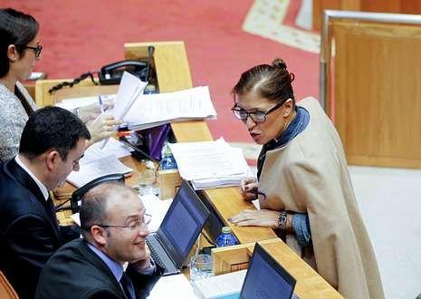 La conselleira de Traballo, Beatriz Mato, ayer ante los escaños del grupo popular.