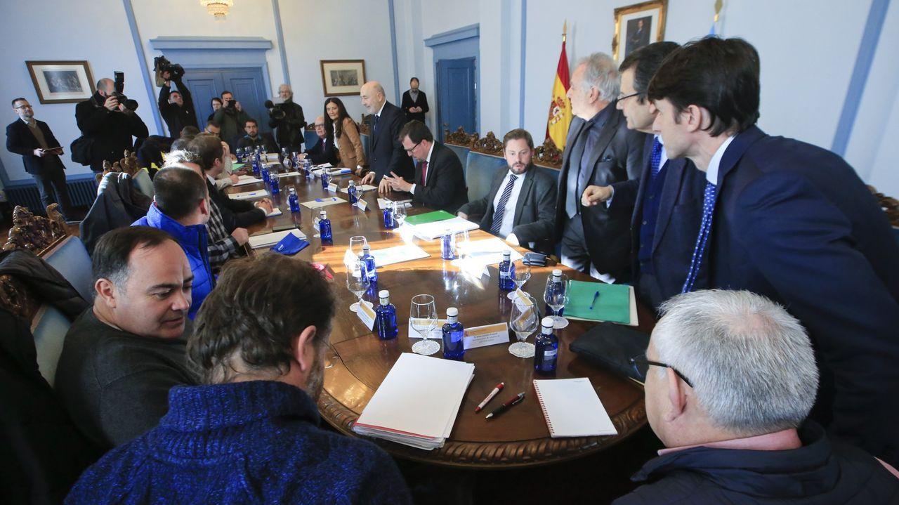 Asamblea de trabajadores de Alcoa San Cibrao.El secretario general de CC.OO en Asturias, José Manuel Zapico, interviene durante la manifestación del 1 de mayo convocada en Mieres