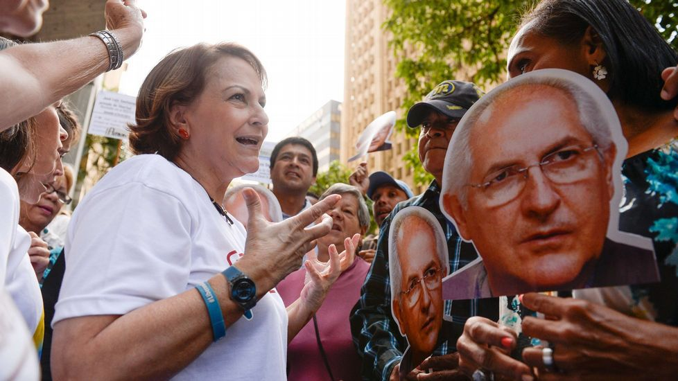Los diez rostros más conocidos por sufrir la represión chavista.Monjas de 'Les pelayes' votando en los pasados comicios municipales.