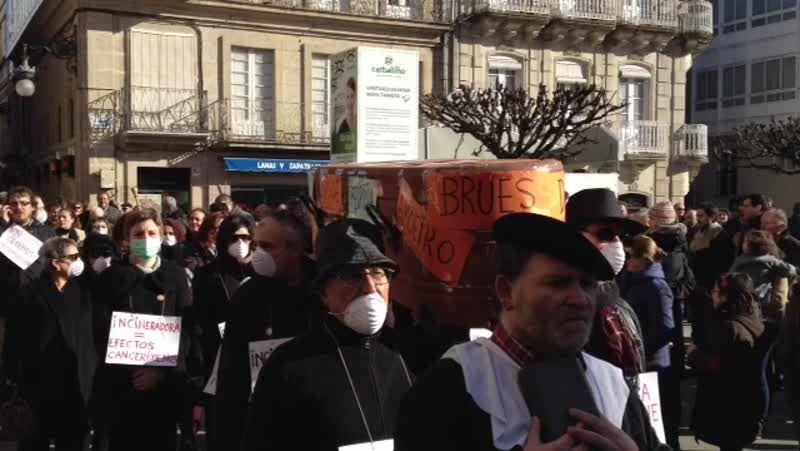 Protesta masiva en O Carballiño contra la incineradora de O Irixo