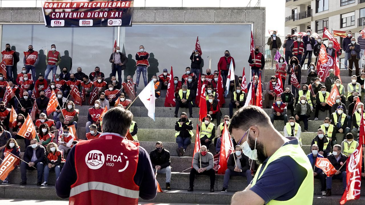 Lectura en Santiago del manifiesto de la huelga del personal del Consorcio de Benestar.Una limpiadora, en instalaciones de la Xunta
