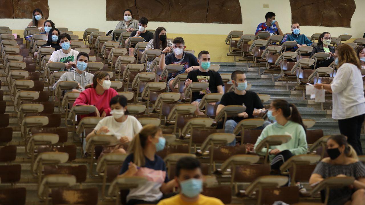 Inicio de las pruebas de la ABAU en la Facultad de Económicas de Santiago