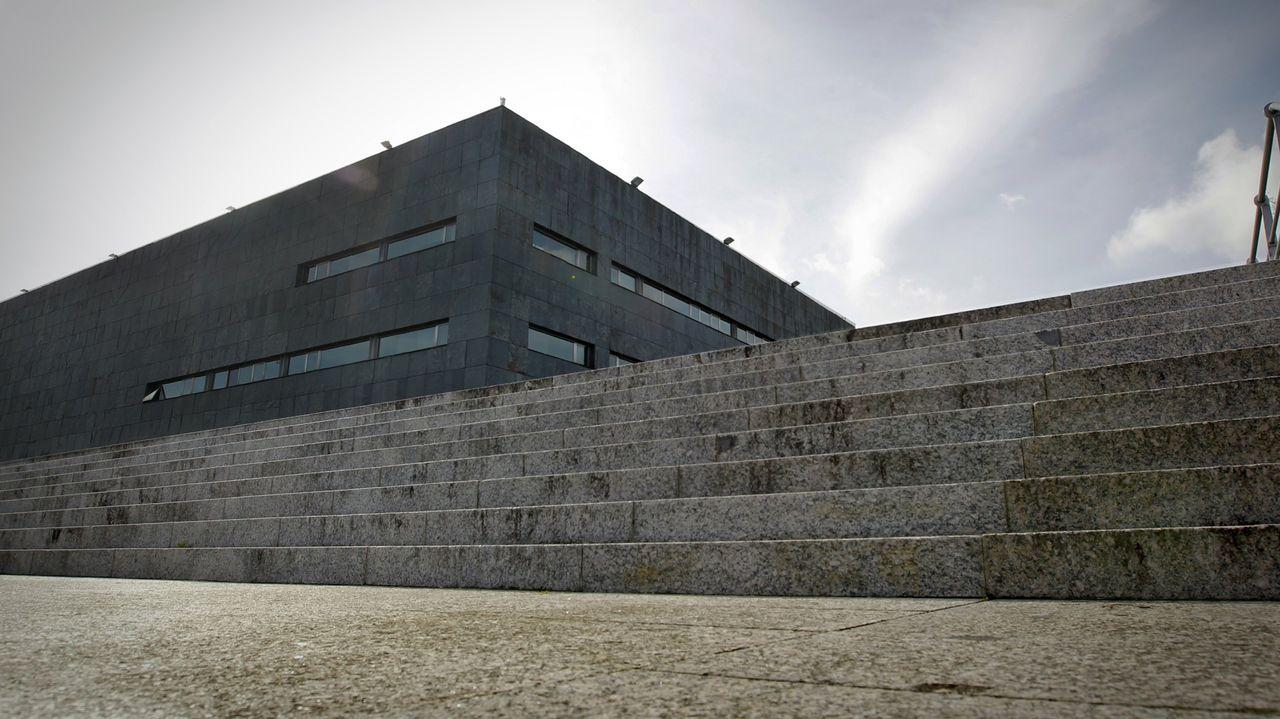 En una imagen de archivo, vista del edificio principal de los juzgados de Santiago, en el que se encuentra la sección compostelana de la Audiencia Provincial