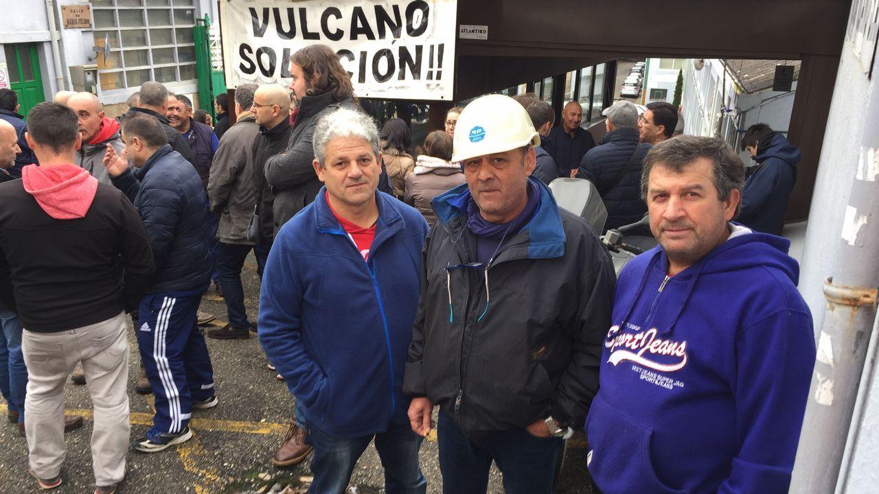 Antonio Vega y Rainer Behrens, su sustituto, este martes en la factoría de O Porriño