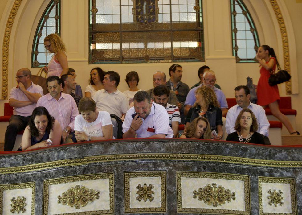 ¿Quién debería gestionar la ORA?.El público del último pleno, lleno de miembros de asociaciones y personas vinculadas a partidos.