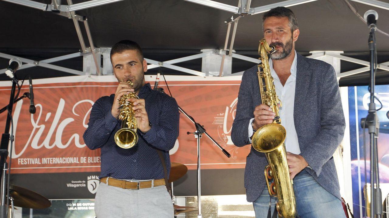 Fotos a remojo en la<span lang= gl >Festa da Auga de Vilagarcía</span>.El alcalde de Catoira, Xan Castaño, durante su investidura en junio