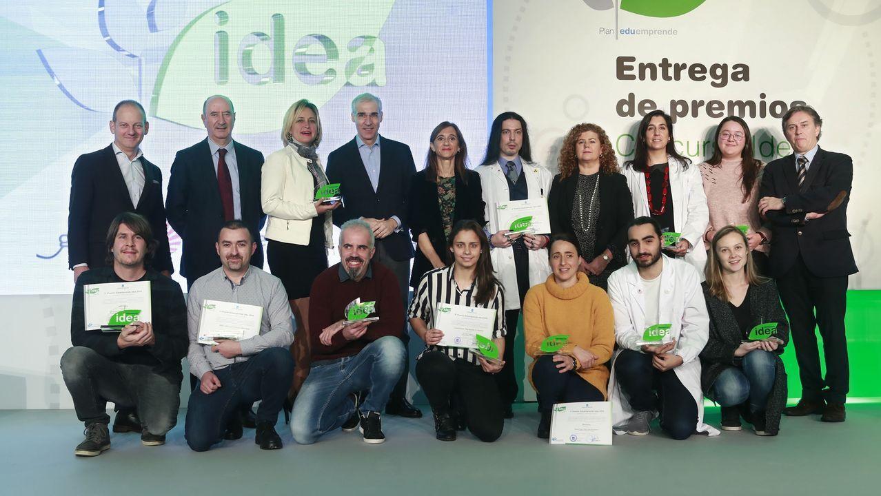 ¡Así fue la presentación del libro de Fidel Vidal organizada por Barbantia!.A Coruña. Mercadillo solidario de Isabel Ruiz