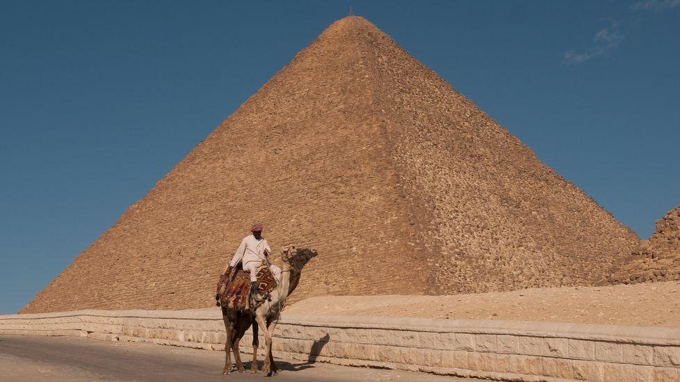 Así eranlos macrobotellones del siglo XVI.A gran pirámide de Keops