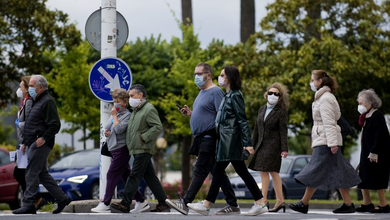 Gente con mascarillas en Galicia en la fase 1