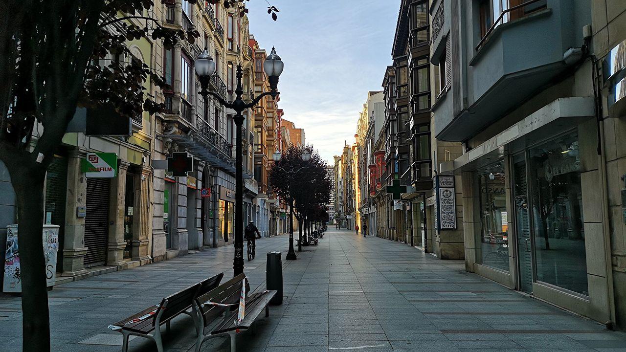 Las calles de Gijón prácticamente vacías