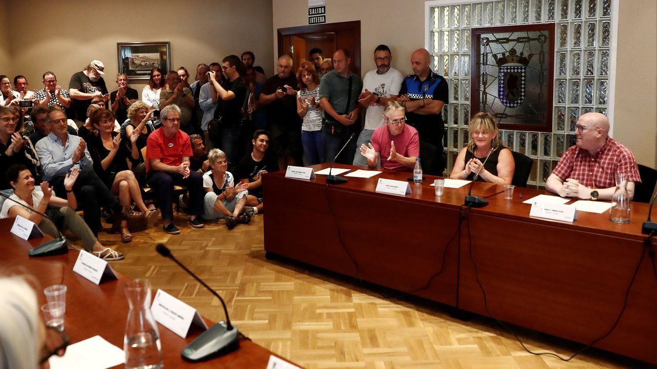 El himno de España se cuela en la ofrenda floral del Govern por la Diada.El cabeza de lista de EH Bildu en la localidad de Huarte, Alfredo Arruiz (derecha), ha revalidado el cargo como alcalde