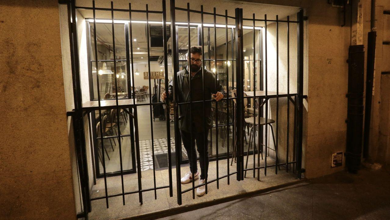 Antes de las doce de la noche, este hostelero echaba el cierre en su local de A Coruña