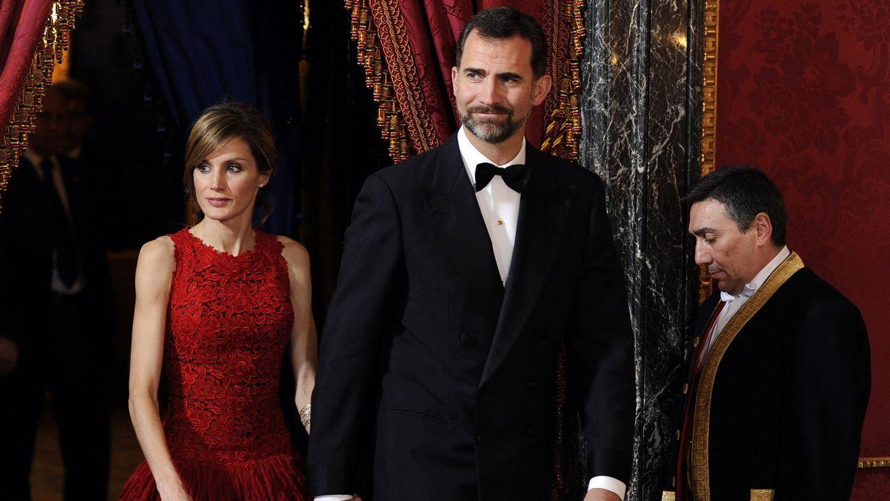 2011. El príncipe Felipe y la princesa Letizia en el Pañacio Real durante una cena de gala
