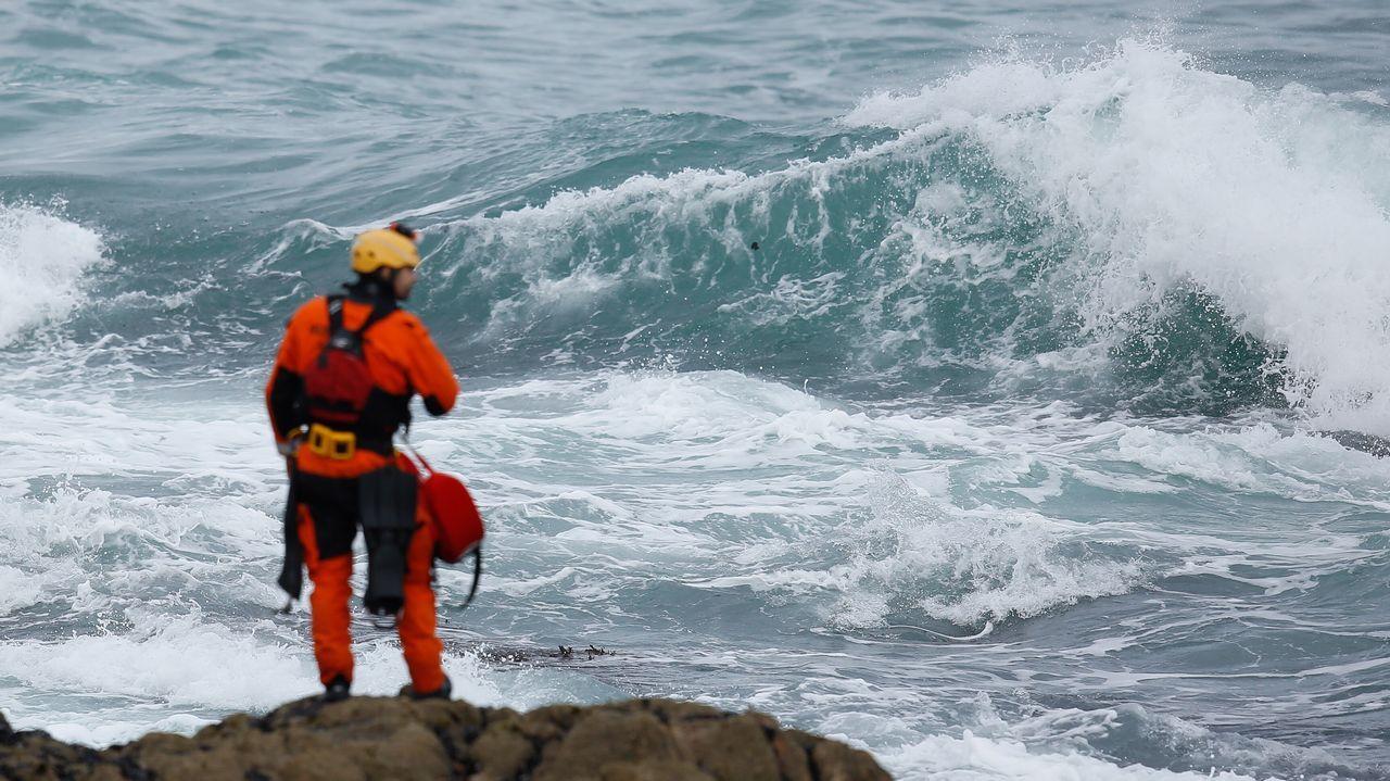 Segundo día de búsquedade la joven a la que se llevó el mar enRiazor