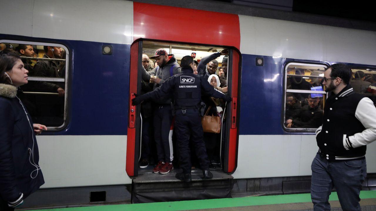 El martes las estaciones de metro estuvieron llenas pese a la huelga