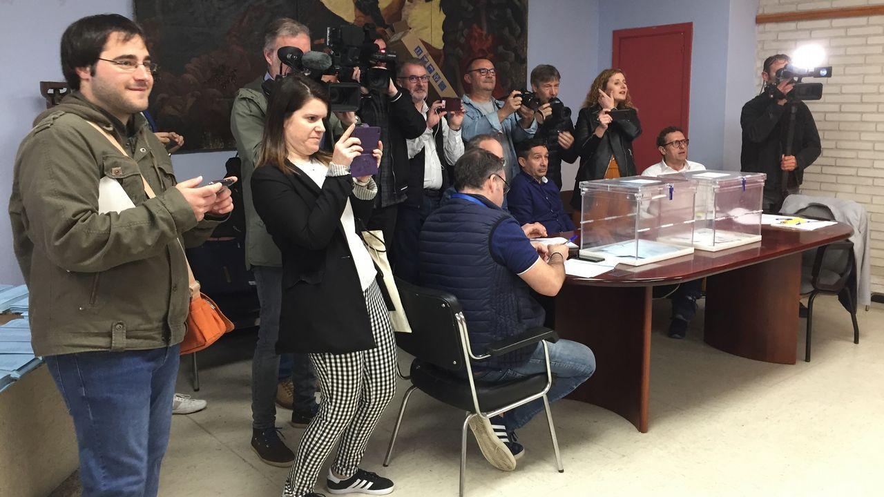 Expectación mediática ante la votación de los candidatos a la alcaldía de Ferrol