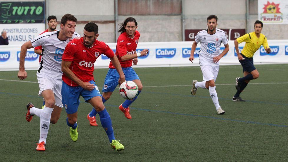 El centrocampista cercedense Edu realiza un control ante la presión de un rival vigués.