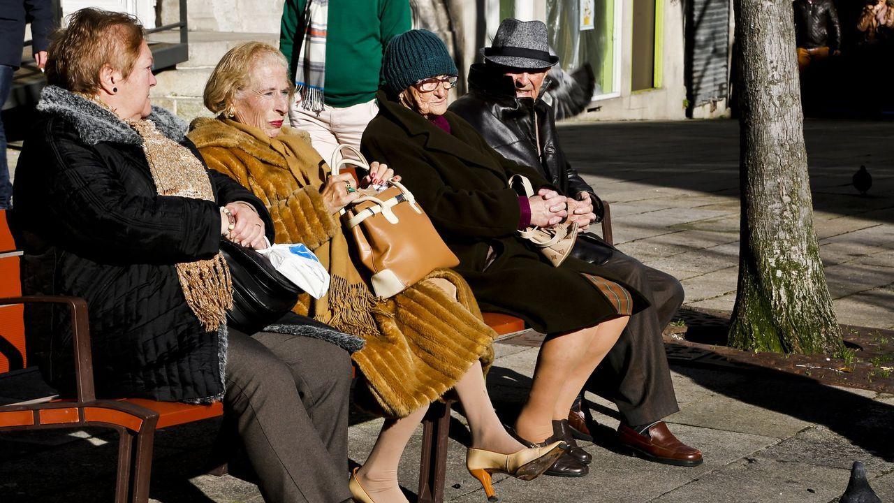 Representantes de todas las asociaciones vecinales de Gijón, en diciembre ante la casa consistorial