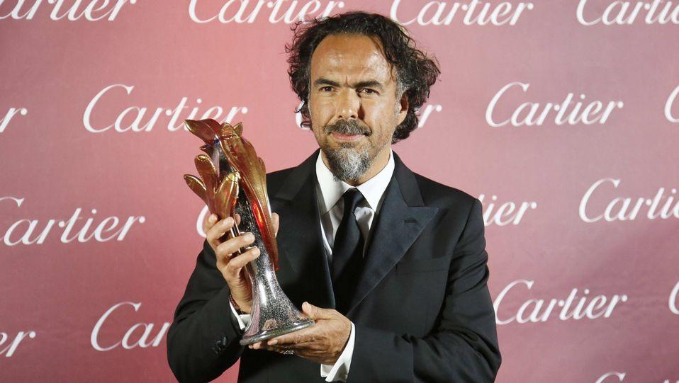 El director de «Birdman» Alejandro González Iñárritu, recoge un premio en Estados Unidos.