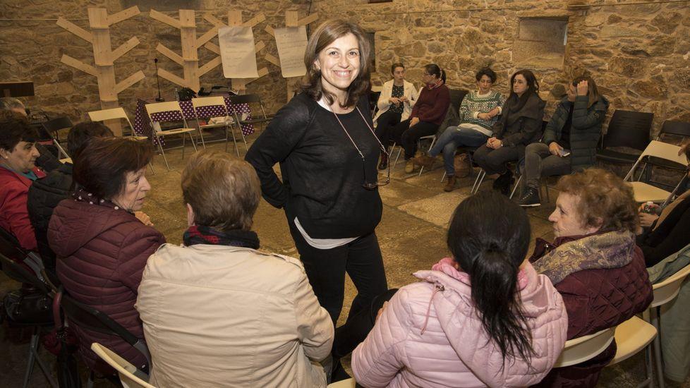 Teresa Vilanova, en una sesion impartida ya en O Couto, para adultos