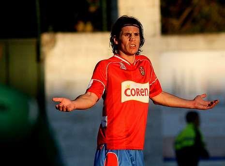 El Racing de Ferrol presenta las nuevas equipaciones para la temporada 2014-15.El moañés Adrián Cruz defendió en la pasada temporada los colores del Ourense.