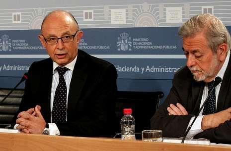 Montoro, junto al secretario de Estado de Administraciones Públicas, Antonio Beteta.