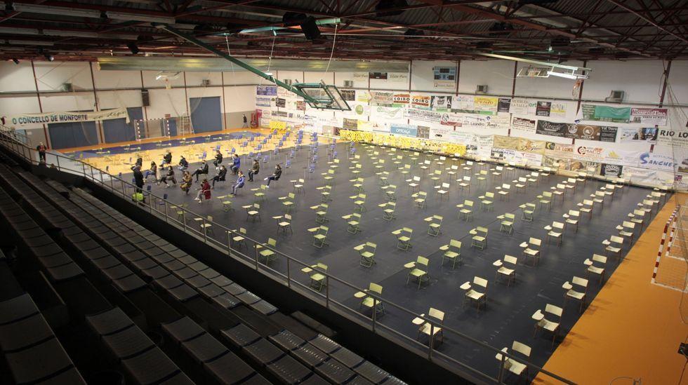 Sillas vacías en la oposición convocada en Monforte, a la que asistieron catorce de los 280 inscritos