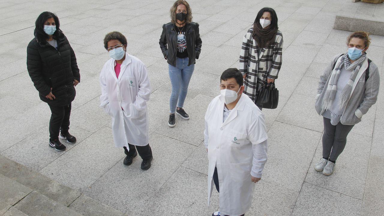 El balance de once sanitarios cuando se cumple un año de la llegada del covid a Ferrol.Sonia Rubio y el resto de compañeras de la empresa Clece que están sin vacunar y siguen trabajando en el servicio de ayuda a domicilio