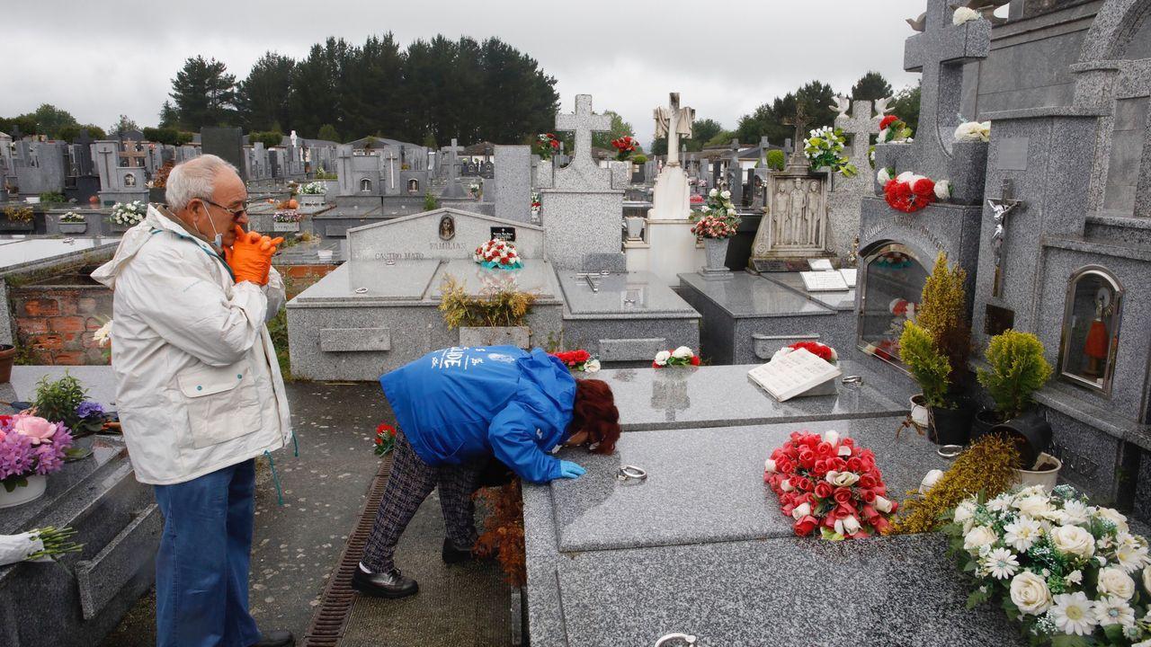 Ambiente de terrazas en Lugo en la fase 1.Jesús Barreiro y Dulcina Chousa en el cementerio de San Froilán