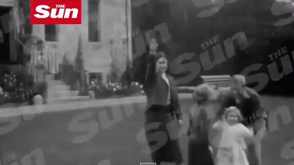 El Gobierno húngaro moviliza a presos para terminar el muro con el que pretende blindarse de los refugiados.La líder del partido ultraderechista Marine Le Pen y su padre, Jean-Marie Le Pen fundador y miembro honorífico del partido