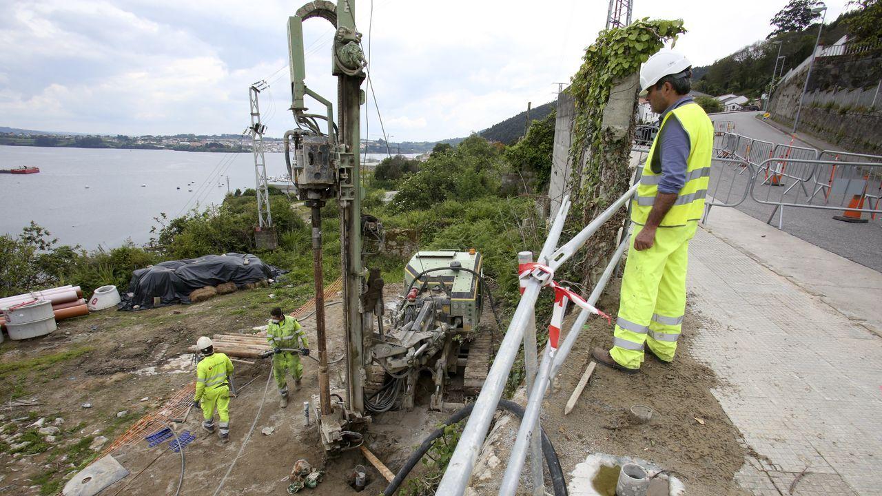 La Autovía do Salnés, un desierto de asfalto.Los trabajos del acceso ferroviario del Puerto Exterior en A Graña ya vuelven a estar activos