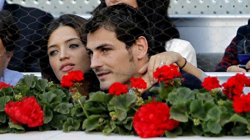Sara Carbonero entrevistando a Andrés Iniesta tras el partido
