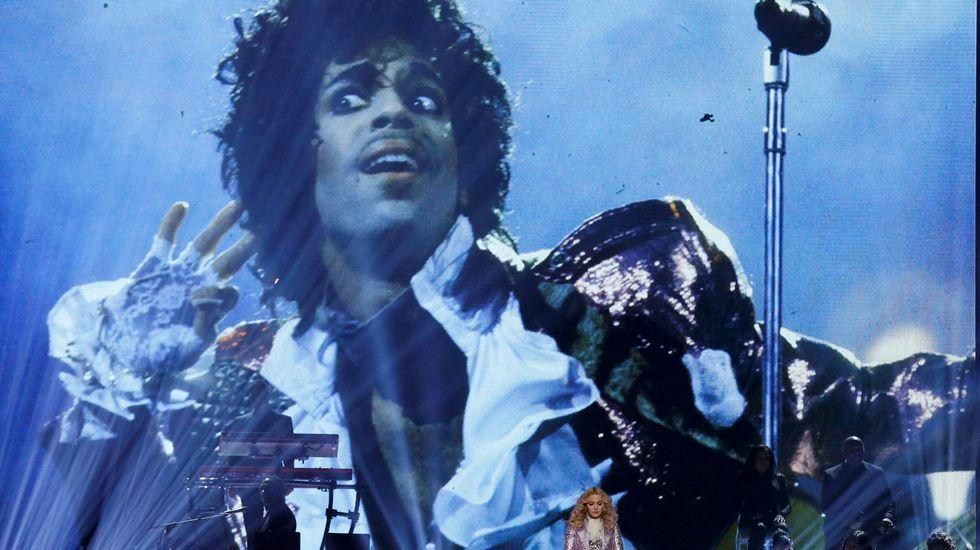Emotivo homenaje de Madonna a Prince.