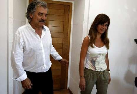 El alcalde, Juan Manuel Rey, y la concejala de Cultura, María López, ayer, tras la presentación.