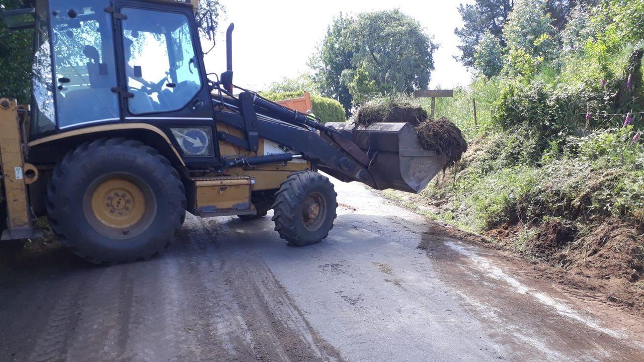 Playas en la provinciade Lugo.Obras de la Diputación de Lugo en la carretera de Guitiriz a Sobrado dos Monxes