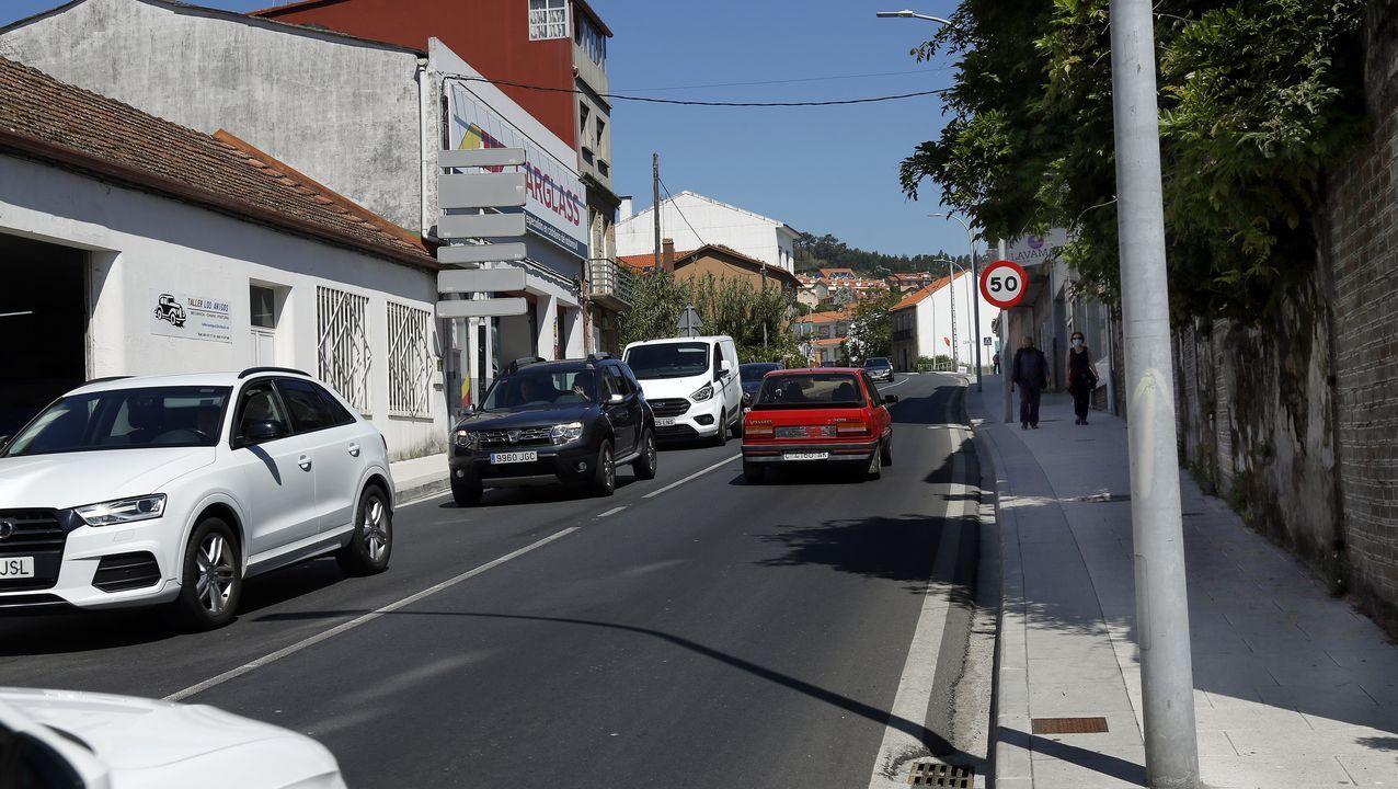 Segunda Feira do Automóbil Híbrido e Eléctrico de Ribeira.Imagen de la playa de Barraña de Boiro, concello que continúa en el nivel medio de restricciones