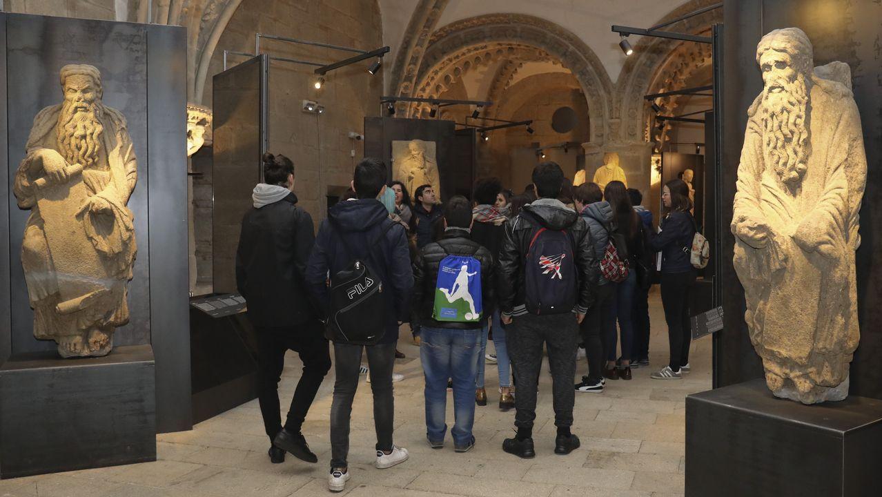 Estatuas de Isaac y Abraham en la exposición sobre el Maestro Mateo en el pazo de Xelmírez.El palacio de Tormaleo, en Ibias